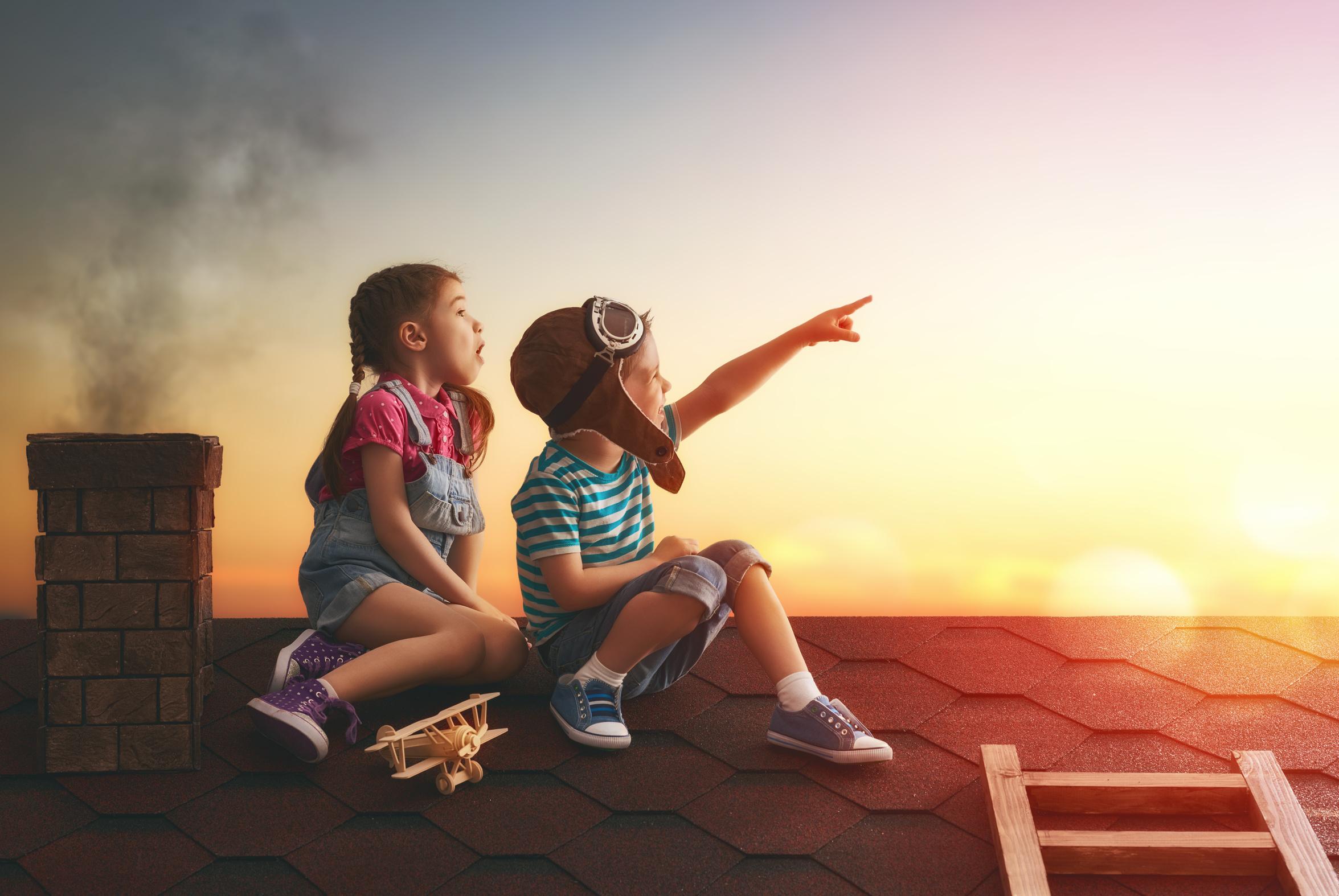 Enfants sur un toit
