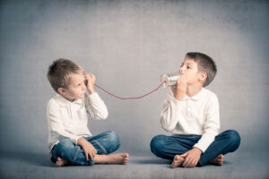enfants qui communiquent